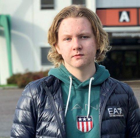 VIL HA AMBULERENDE HELSESTASJON: – Det er heldigvis kommunestyret som bestemmer i denne saken, sier ungdomsrådsleder Alexander Johnsen.