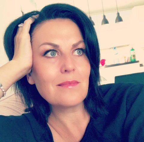 SÅRBAR BRANSJE: Innehaver av reisebyrået Solheim Event og Reiser AS, Lisbeth Solheim, tror det vil gå lang tid før noen vil bestille seg en gruppereise igjen. Nå venter hun på å få tilbakebetalt depositumet for flybillettene til sine 130 kunder.