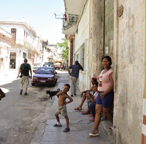 Gateteater: Daglig gjøgler det glade folket i gatene.
