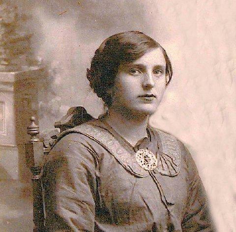 Ragnhild Olstad gravde sølvbestikket ned i hagen og hentet det fram igjen da krigen vart slutt.