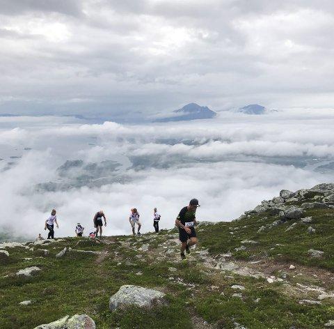 TRADISJON: Det er tredje gang MOMEK arrangerer topptur på Lurøyfjellet.