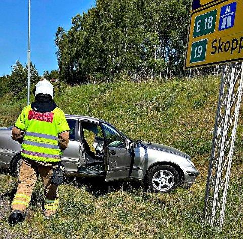 HARDT SKADET: En av sjåførene som var involvert i ulykken på Riksvei 19 var hardt skadet og trengte behandling av begge ambulansemedarbeiderne på vei til sykehuset.