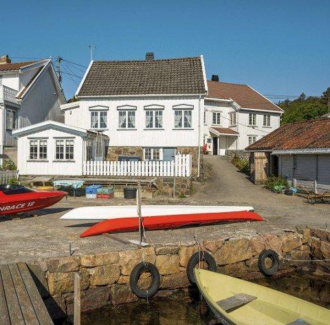 Flott sted: helårsboligen i Østegårdsveien på Vestre Sandøya har en prisantydning på rett under fem millioner kroner. Foto: Aktiv