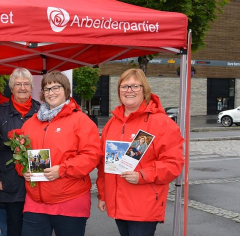 Til Innlandet: Inger Torun Klosbøle (th), saman med Anne-Marte Kolbjørnshus frå Nordre Land, vil etter alle solemerke få bli med på å prege politikken i det nye storfylket, Innlandet fylke. Her er dei avbilda under valet i september 2015.