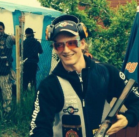 Filip Rasmussen var veldig fornøyd etter seieren i NM i Nordisk Trap. Foto: privat