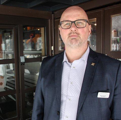 Avbestillinger: Hotelldirektør Terje Lysholm ved Røros Hotell får mange avbestillinger fra påskegjestene. – Vi vurderer løpende hva vi må gjøre - kanskje må vi stenge, sier han. FOTO: Inge Morten Smedås