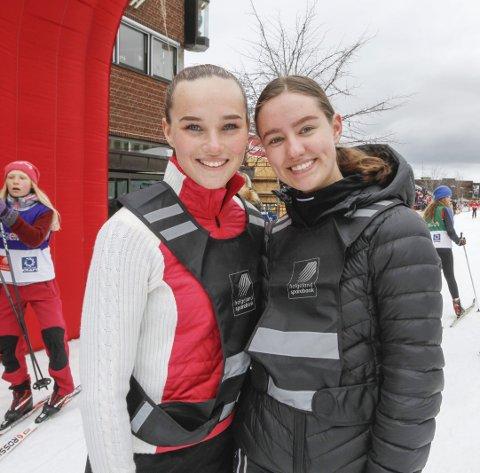 FORNØYD: Både Malin Abrahamsen (t.v.)  og Celine Forbergskog i 2. klasse ved idrettsfag på MVS var veldig godt fornøyd med deltakelsen og gjennomføringen.