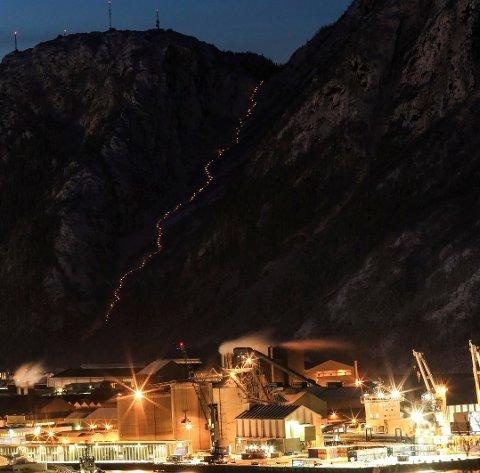 Også i år kommer frivillige til å sørge for et spektakulært syn når Helgelandstrappa lyssettes med fakler.