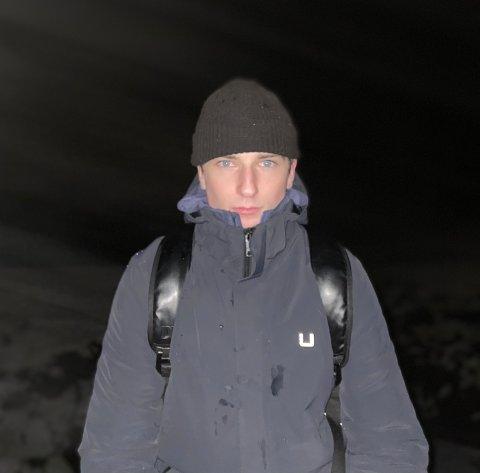 SOMMERSESONG: Tore Våge fra Lyngdal driver aktivt med dødsing som er en form for stuping. Han dødser hele året, men gleder seg til sommersesongen hvor det er flere arrangementer for dødsing rundt om i landet.