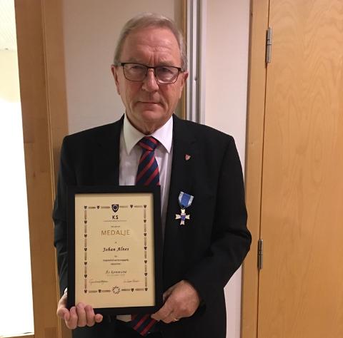HEDRET: Johan Alnes (Ap) var ordfører i Ås fra 1991 til 2015. Til sammen har han vært folkevalgt i en eller annen form i 40 år.
