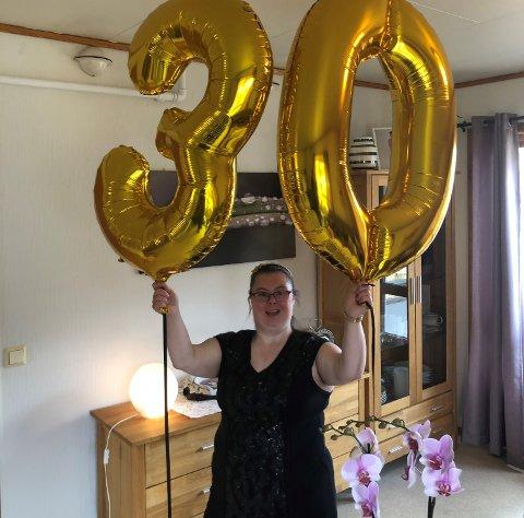 BURSDAG: Nina Roska elskar bursdagar og har gleda seg lenge til å bli 30 år. Då var det ekstra stas med ei helsing frå statsministeren.