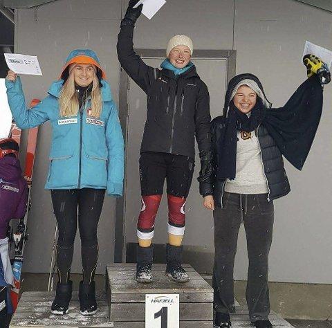 PALLEN: Hannah Sæthereng fra Harestua klatret opp på pallen tre ganger i junior-NM i alpint som nylig ble avviklet på Hafjell. Foto: Privat
