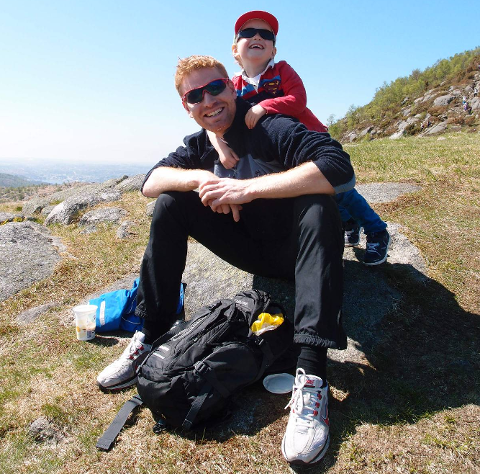 SUNDAG: I fjor var Roy (far) og sonen Sverre Hegreberg to av dei som gjekk 7-nutsturen i Sandnes. Stavanger Turistforening håper på rundt 3000 som vil delta i år.