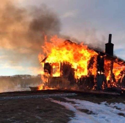 NEDBRENT: Hytta i Folldal brant ned til grunnen torsdag morgen.