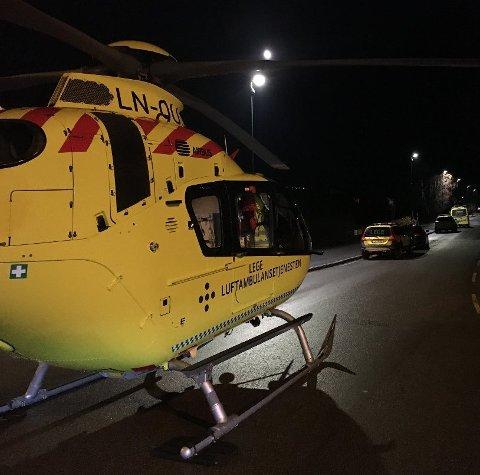 UTRYKKING: Både politi, ambulanse og luftambulanse rykte ut til ei adresse i Florø fredag kveld.