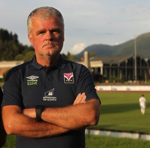 – UDRAMATISK: Per Øyvind Storevik, dagleg leiar i Førde IL Fotball seier at nedstenginga er udramatisk. – Vi må vere førevar, seier han.