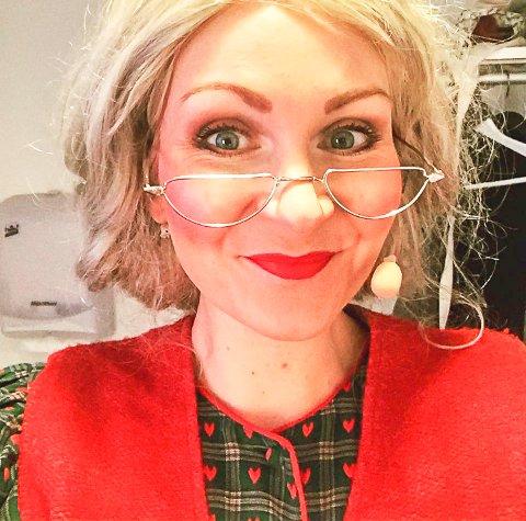 NISSEMOR I NATT I NISSELAND: Musikalartist Christina Brynildsen fra Halden.