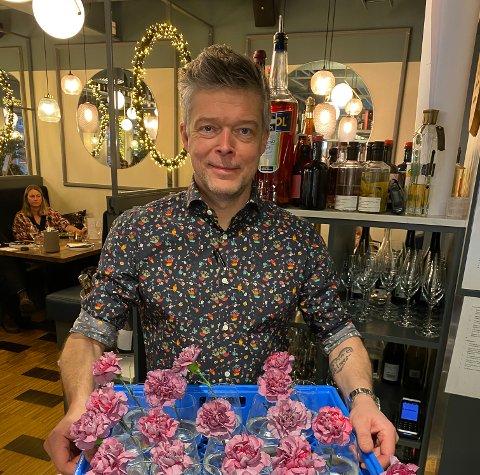 KLAR MED NETTBUTIKK: Daglig leder i Helmersen Delikatesser & Vinbar, Sindre Helmersen, er fornøyd med lanseringen av nettbutikken.