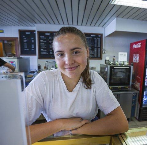 DAGENS NAVN: Katarina Kamark (17): Sommerjobb/ekstrahjelp på Kafé Violet på Amfi. Går på danselinja på Kirkeparken videregående.