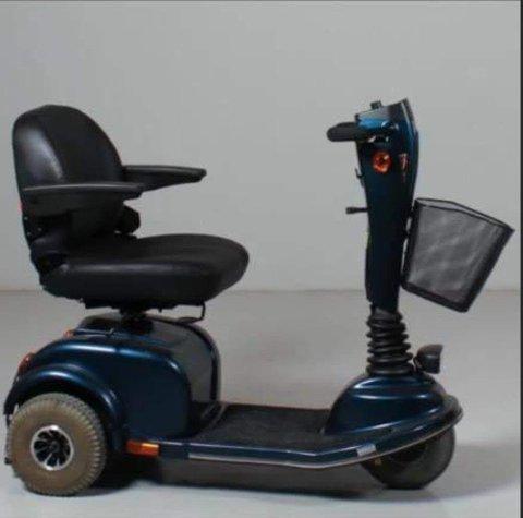Bildet av en elektrisk rullestol som ble lagt ut i etterlysningen. Den er ikke identisk med rullestolen som ble stjålet.