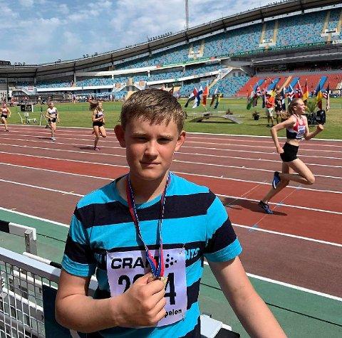 Sterkt. Even Bolle slo til med et støt på hele 12.03 meter under VU-spelen i Gøteborg i helgen. Det holdt til en flott andreplass.