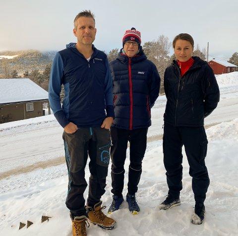 Arrangørene: Inger og Erik Haugland med Tor Idar Lillekroken i midten har satt i gang ultraløpene Rondane 100 og Rondane 50.