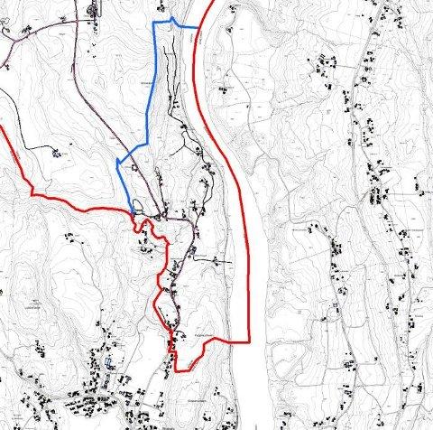 BLÅ STREK: Innbyggerne i Hasselgrenda signaliserte at de ønsker at grensa skal gå der den blå streken er tegnet inn på kartet. Rød strek viser dagens grense.