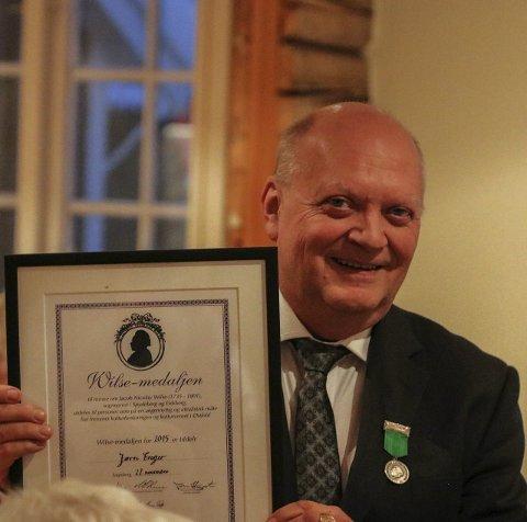 SYNLIG BEVIS: Jørn Enger fikk både medalje og diplom som årets mottager av Wilsemedaljen. Foto: Thomas H. ARNTSEN