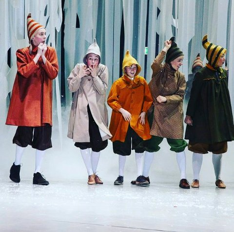 Mange roller: Matias Karlsen Bache (helt til venstre) skal snart i gang med 36 forestillinger av den gamle og kjære «Reisen til julestjernen» på Nationaltheatret.