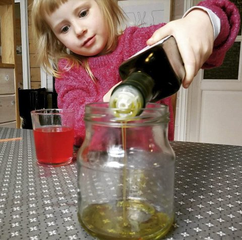 Kraftlabens Heimeeksperiment: Lavalampe i støypeskeia.Foto: Kraftmuseet