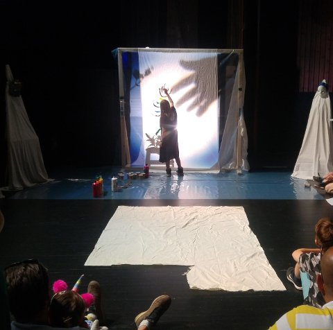 Performance: «MMS» med Embla Sofie Juvet.