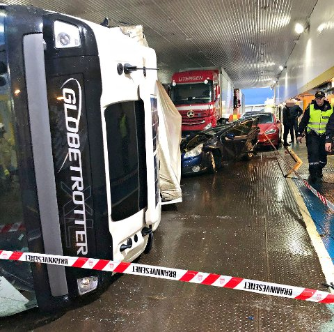 DRAMATISK: Sjåføren i den røde lastebilen fra Utengen Transport forteller at det hele skjedde svært fort.