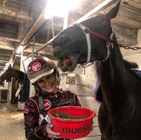 Nina Stene (29) fra Bratsberg har gjort stor suksess som montérytter - her sammen med hesten Arild Mølgård.