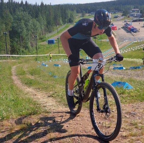 Tormod Weydahl frå Vågå håpar å vere i god form til NM i rundbane og NM i maraton i sykling i august.  Her er han på rundbaneritt på Lillehammer tidlegare i sommar.