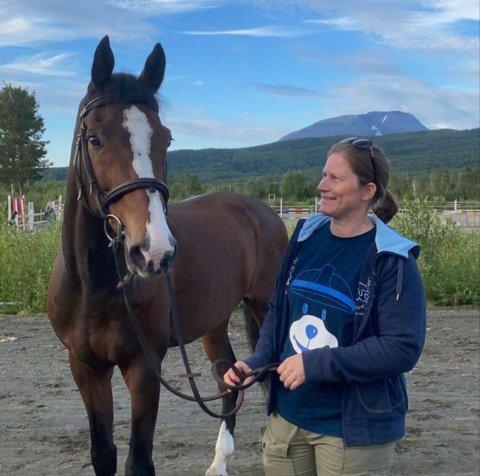 SKUDD: Helga Gåre var ute med hestene i det populære turområdet da det plutselig smalt to skudd. - Det var veldig ubehagelig. Heldigvis gikk det bra med hestene. Foto: Privat