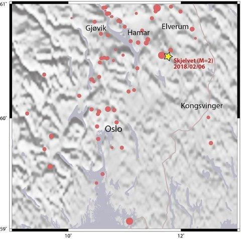 Kartet viser hvor nattas jordskjelv hadde sitt episenter. De andre markørene viser omfang og senter for flere mindre jordskjelv de 20 siste åra.