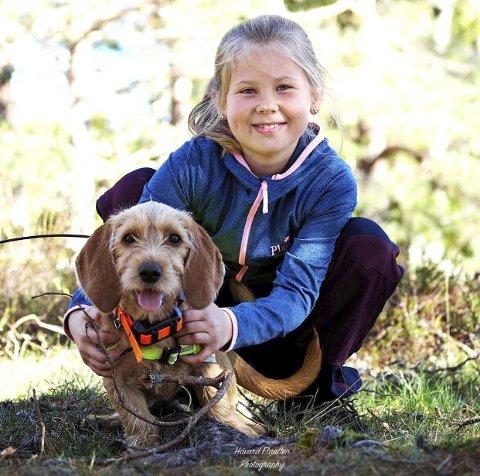 JEGERNE: Håvard Flaatten er fotografen bak et fint bilde av barn og hund.