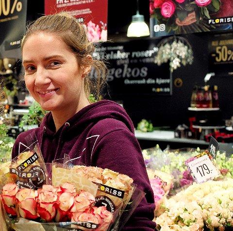 UTFORDRINGER:  Stengte butikker er en utfordring for Helene Hermansen som driver Floriss i Storbyen.  Salget salget skjer via  telefonbestillinger.