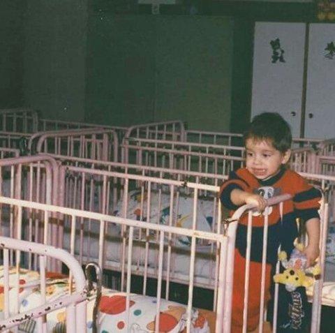 Barnehjem: Mia er adoptert fra et barnehjem i Romania.