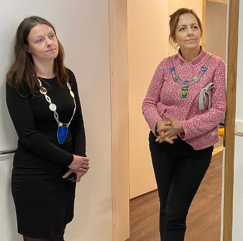 Tryggere hverdag: Ordførerne Britt Kristoffersen (t.v.) og Wibeke Aasjord Juul mener alle kan bidra til å trygge hverdagen for hverandre, via telefon eller gjennom små tjenester.