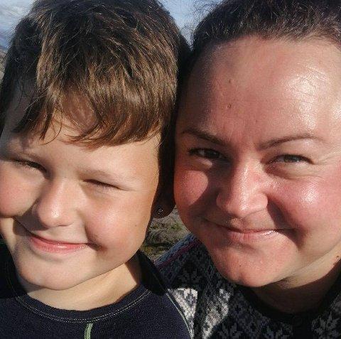 FACEBOOK- INNLEGG: Rebecca Cathrine Myhre Eikeland fra Stord, sammen med sin 9-år gamle sønn Edvard M. Eikeland.