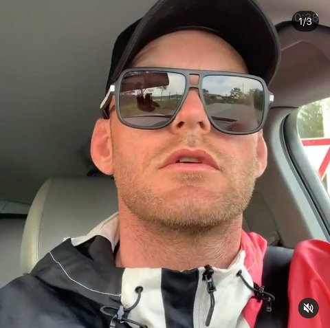 LØSLATT: Aron Jahnsen reiser rundt for å eksponere overgrepsdømte. Den siste tiden har han vært på Haugalandet og offentliggjort overgrepsdømte personer, men mandag ble han arrestert i Oslo. Nå er han løslatt.