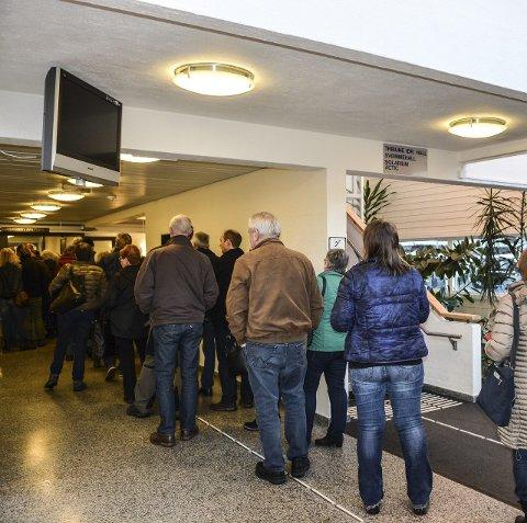 Kø: Fullt av folk da messe-dørene åpnet.