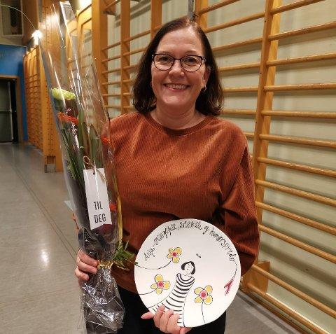 Anja Trones Simonsen ble hedret av Stamsund gym og turn for ti års tjeneste.