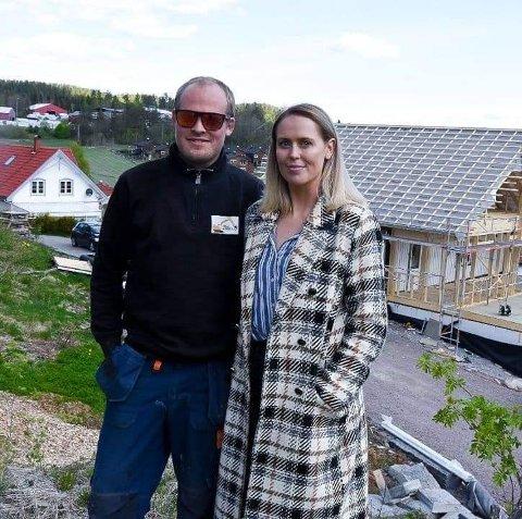 FORNØYD: Sondre Børresen Vataker og Dina Brekke Hansen bor i populære Kodal.