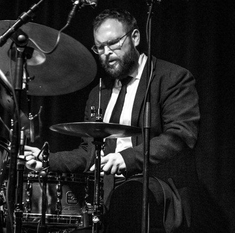 Musiker: Tore Flatjord er utdannet jazztrommeslager, og spiller i flere faste band i tillegg til kortere oppdrag. I konsertserien «Tore Flatjord & Friends» inviterer han til søndagsjazz på Draaben med ny, spenstig besetning hver gang.Foto: Arnfinn Johnsen