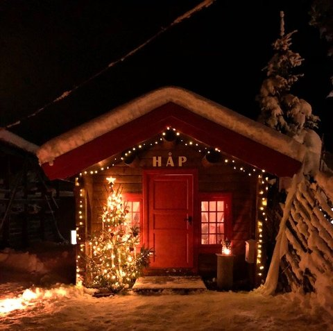 """HÅP: Vinnerbildet i avisas fotokonkurranse med tema """"julelys"""" er dette bildet fra Slidreøya. Det er tatt i forbindelse med åpningen av «HÅP», der Kriminalomsorgen ønsker å formidle lys og håp om en bedre framtid."""