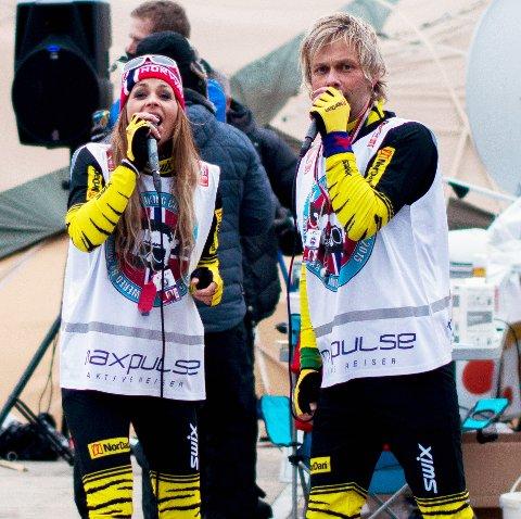 Under ski-VM i Falun for fire år sidan opptredde Aina Beckstrøm og Kjell-Are Heiland i skidressar frå NorDan. Dei går for sportsleg antrekk også i Seefeld.
