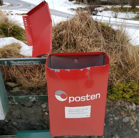 Posten sin raude postkasse i Andalen vart sprengt i løpet av natta. Dei politimelder no saka.