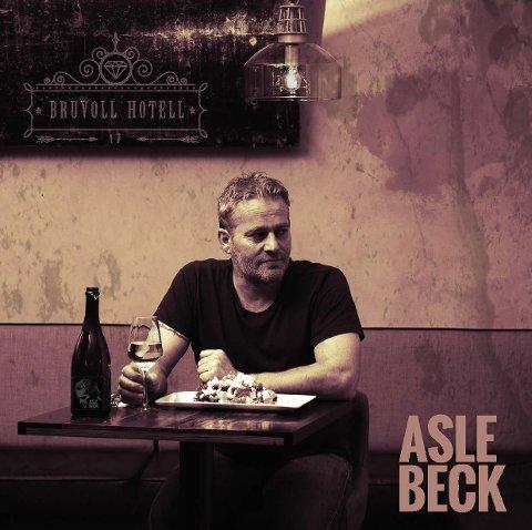 TIL GRAN: Utsolgt når Asle Beck og band spiller slippkonsert i Musikk-Kjeller`n fredag kveld.